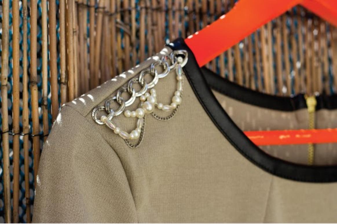 DIY brodé des épaulettes bijoux sur une robe