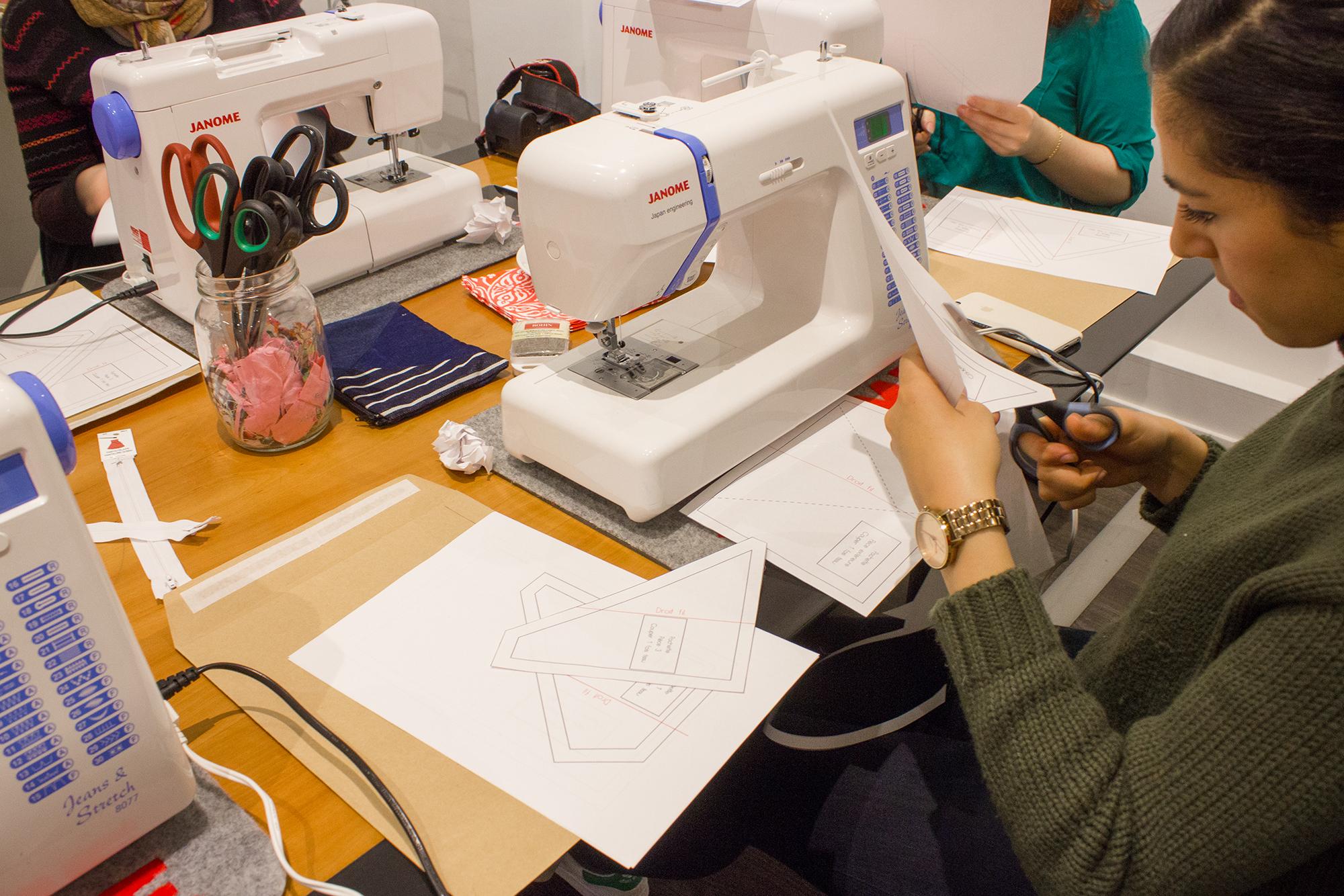 hand and hand sabrina participant à l'atelier couture débutant chez janome paris