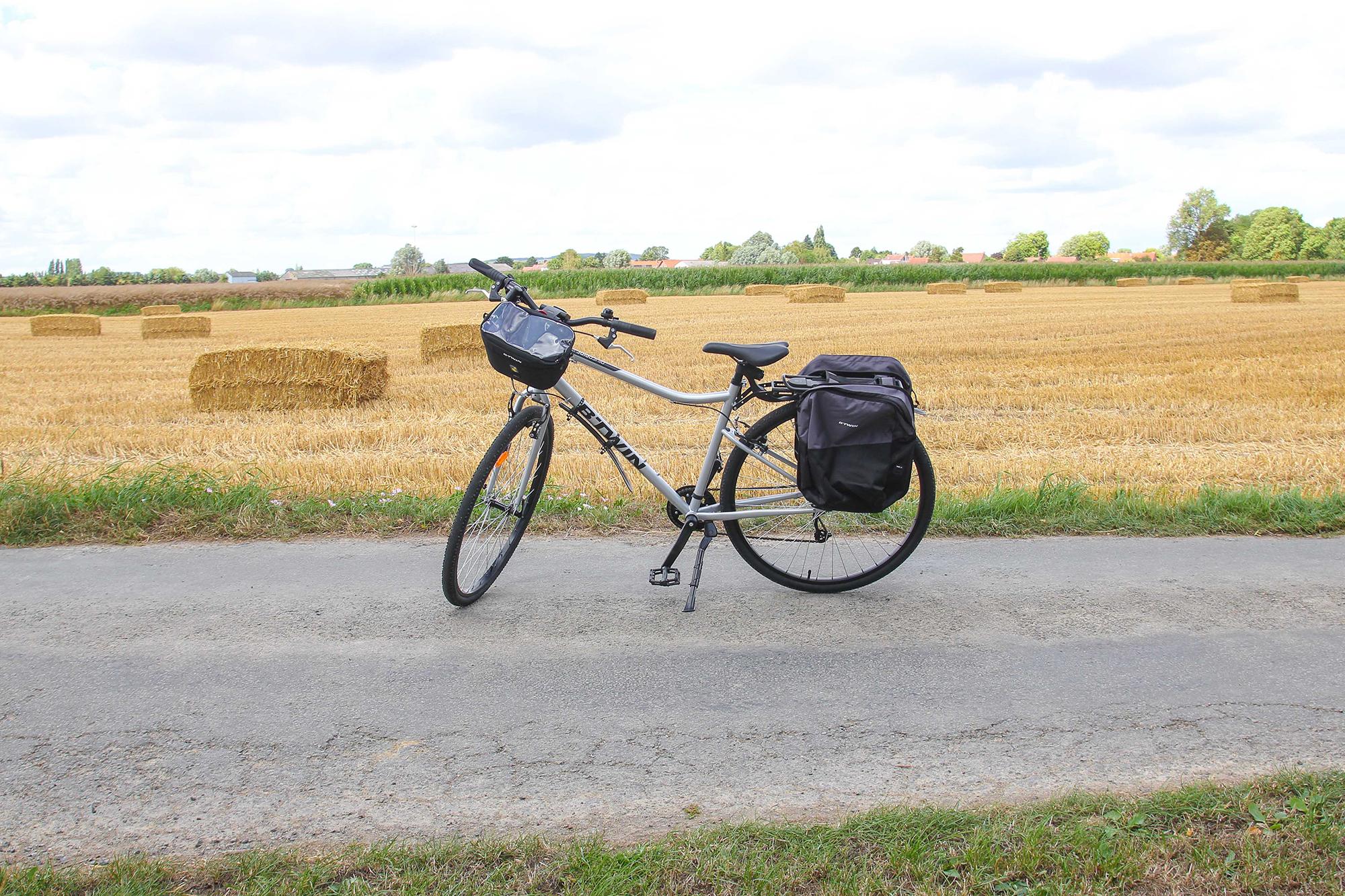 Ernesto le vélo Decathlon pour démarrer mes voyages à vélo