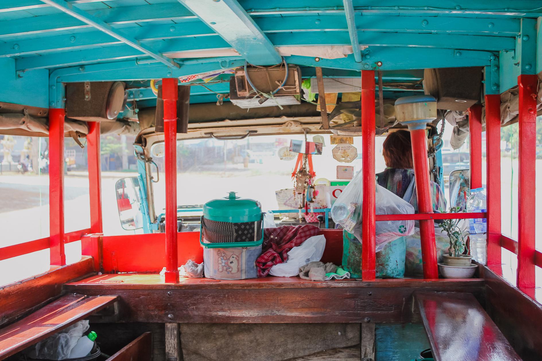 Bus navette entre le vieux et le nouveau sukhothai Thailande